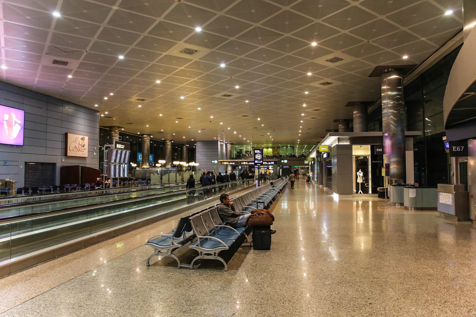 В чистой зоне терминала Т2 аэропорта Мадрид Барахас