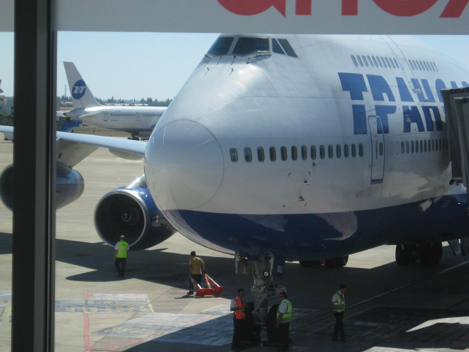 Перелёт из холодной России в жаркую Турцию на боинге 747-400 а/к Трансаэро.