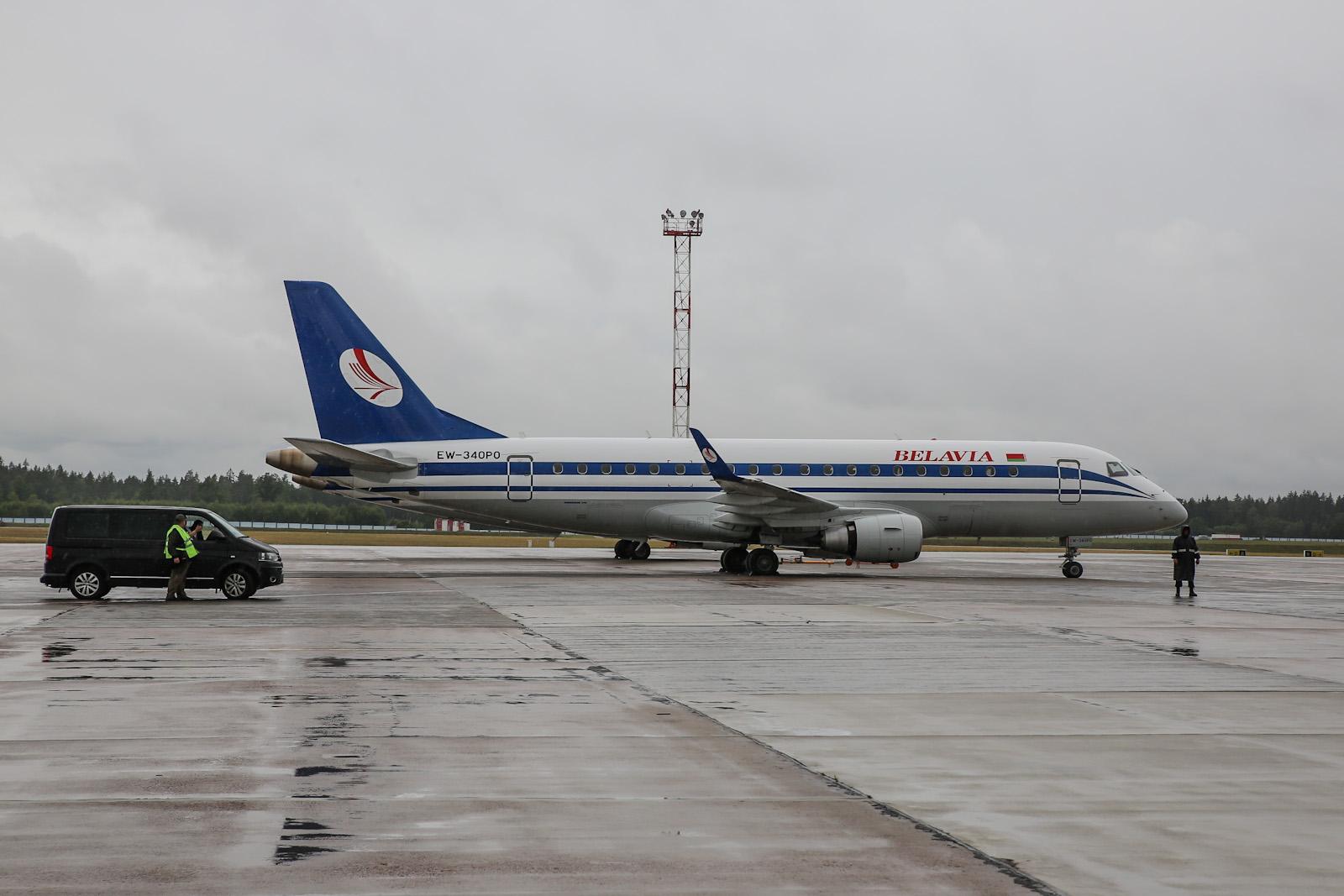 """Самолет Embraer 175 авиакомпании """"Белавиа"""" в аэропорту Минска"""