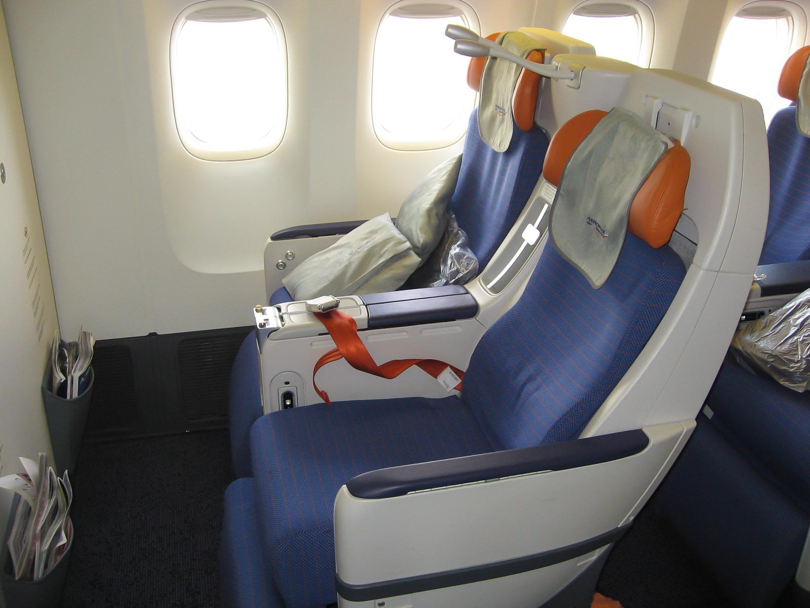 Кресла комфорт-класса в Боинге-777-300 Аэрофлота
