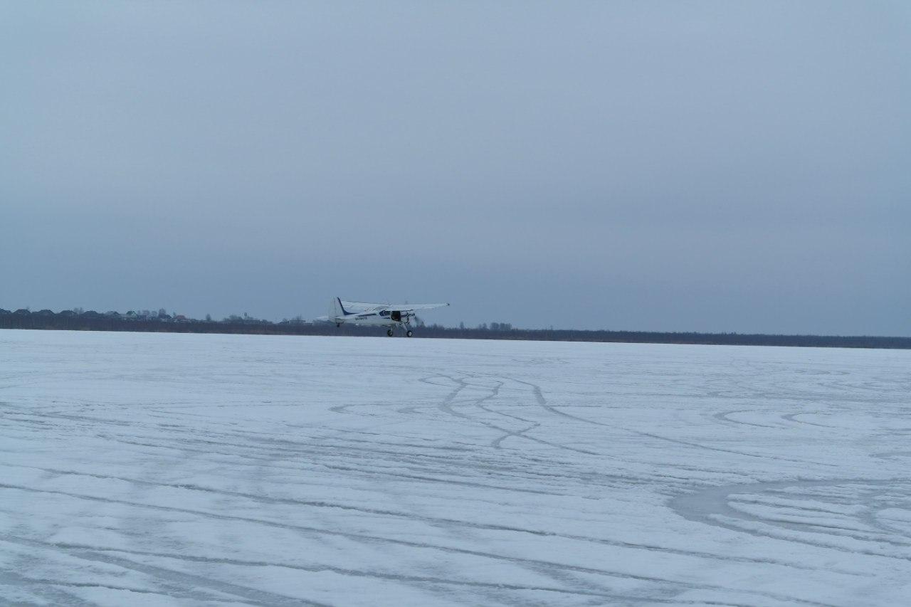 Самолет Як-12 взлетает с аэродрома Лихославль