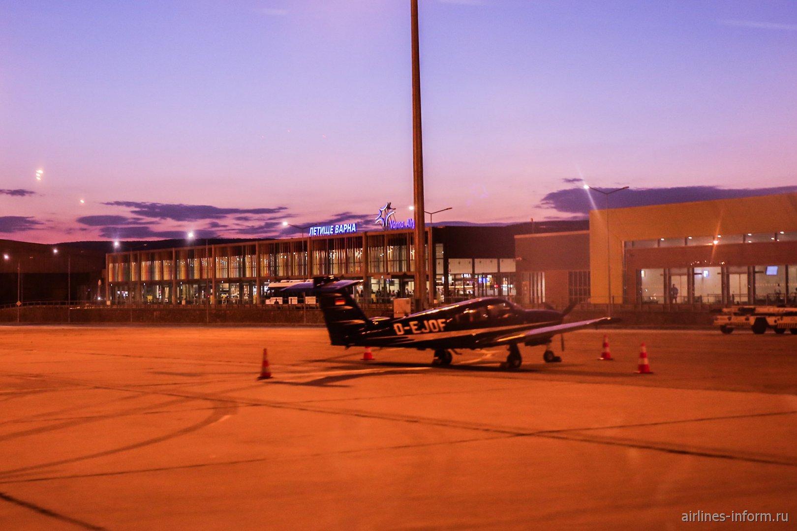 Пассажирский терминал аэропорта Варна со стороны перрона