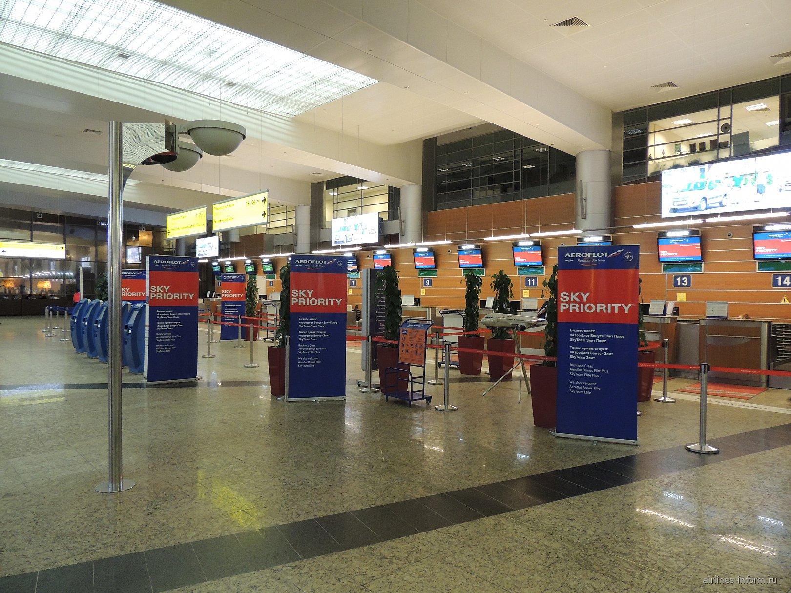 Стойки регистрации на рейсы Аэрофлота в терминале D аэропорта Шереметьево