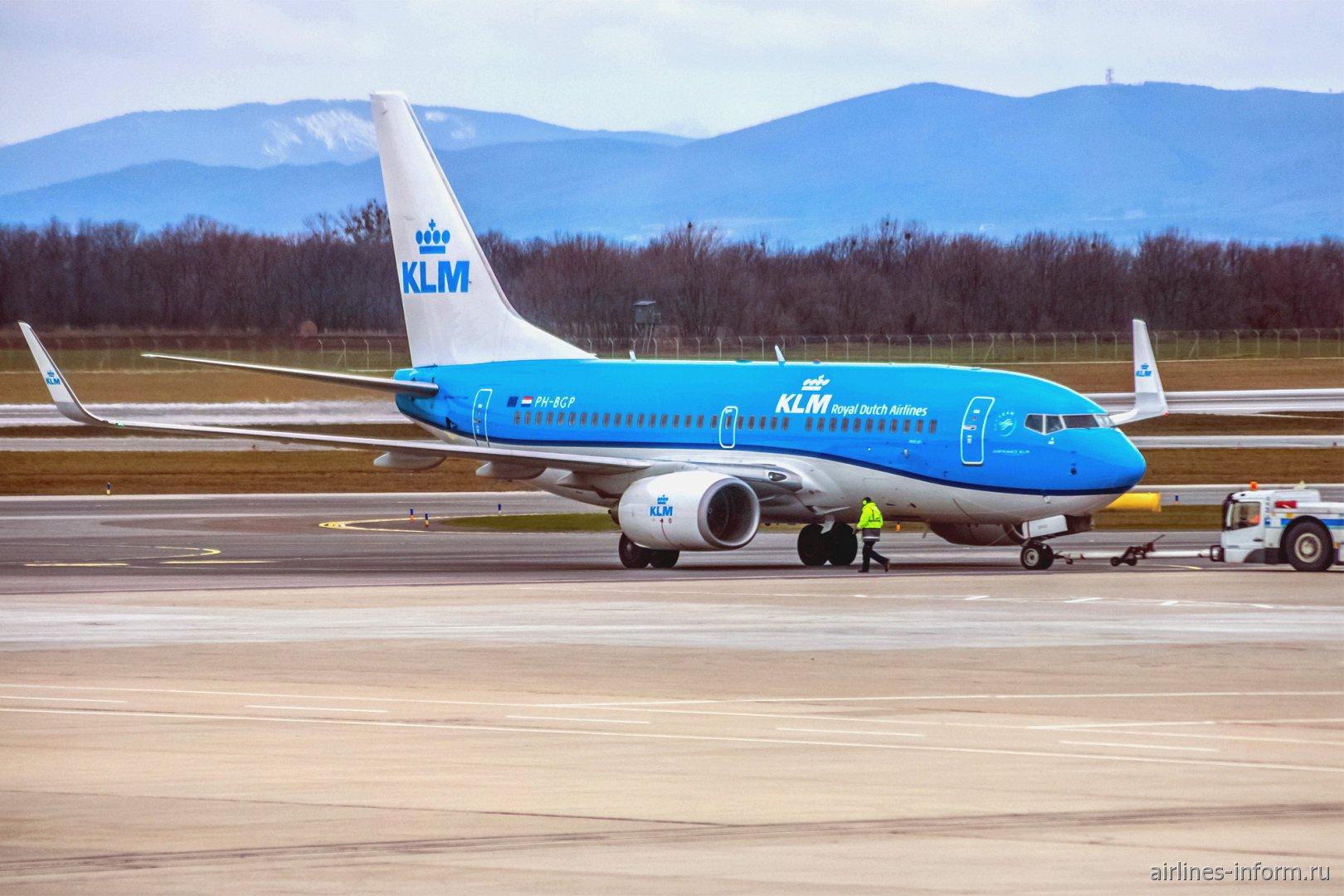 Самолет Боинг-737-700 PH-BGP авиакомпании KLM в аэропорту Вены