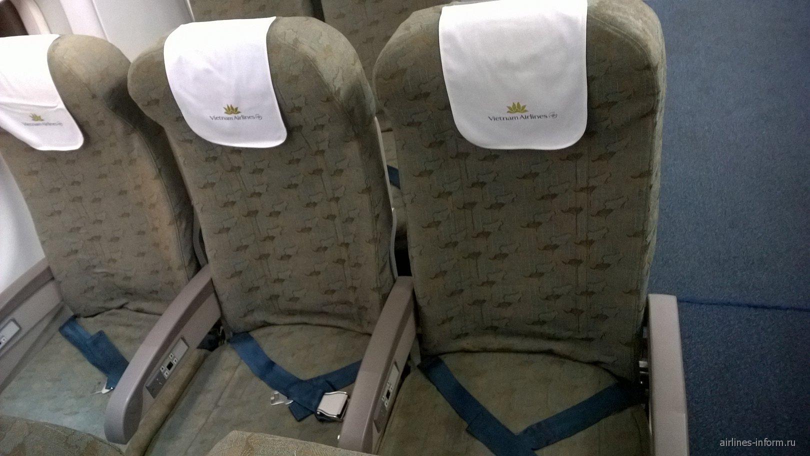 Пассажирские кресла в самолете Airbus A321 Вьетнамских авиалиний