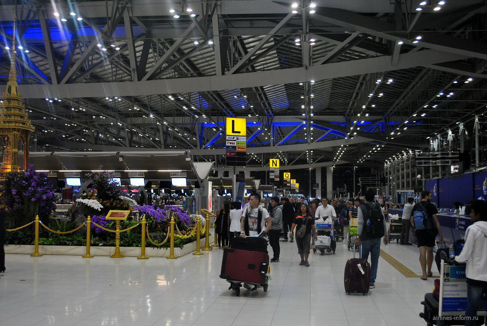 В зоне регистрации аэропорта Бангкок Суварнабуми