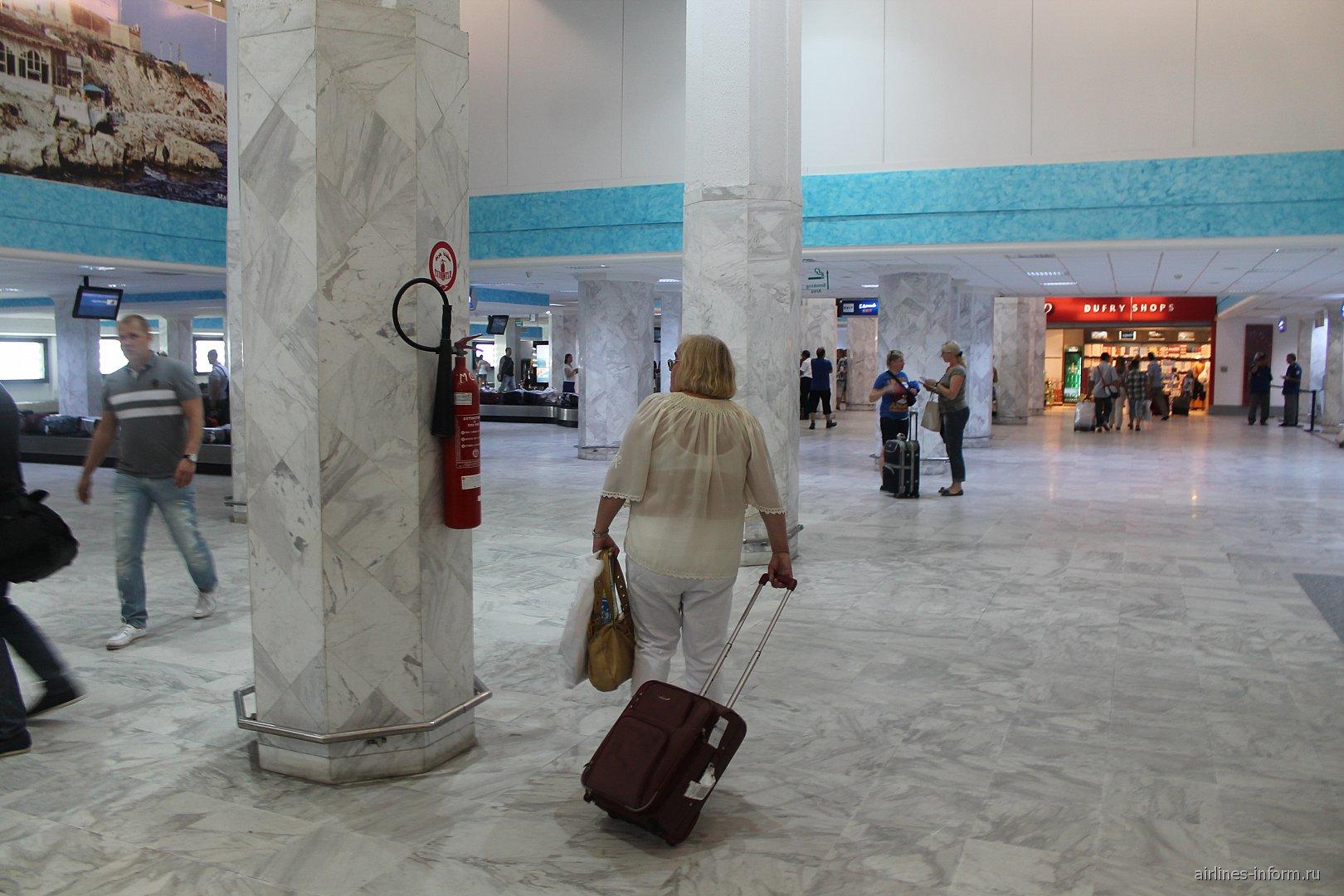 Зал выдачи багажа в аэропорту Монастира