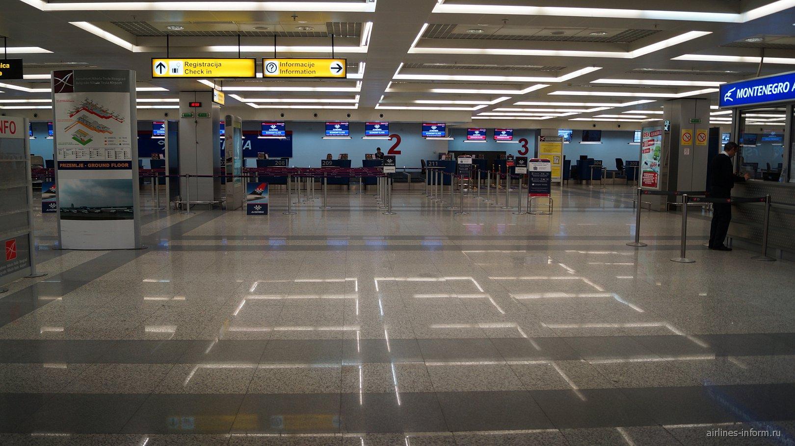 Стойки регистрации в терминале 2 аэропорта Белград Никола Тесла