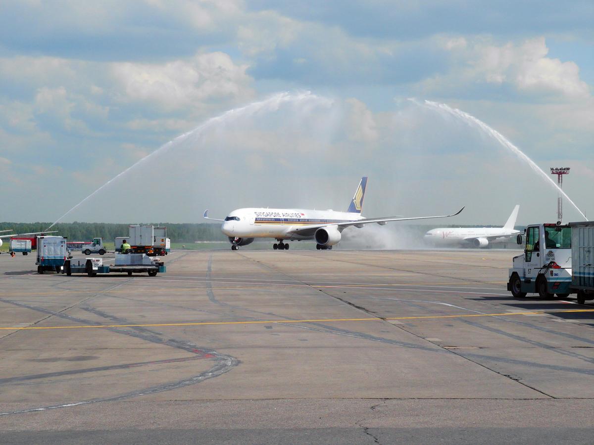 Встреча первого рейса Сингапур-Москва-Стокгольм в аэропорту Домодедово
