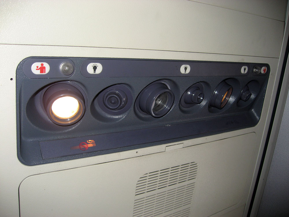 Passenger lights and vent in a Boeing 737-500