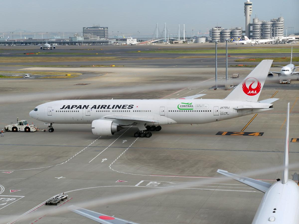 Боинг-777-200 авиакомпании Japan Airlines в аэропорту Токио Ханеда