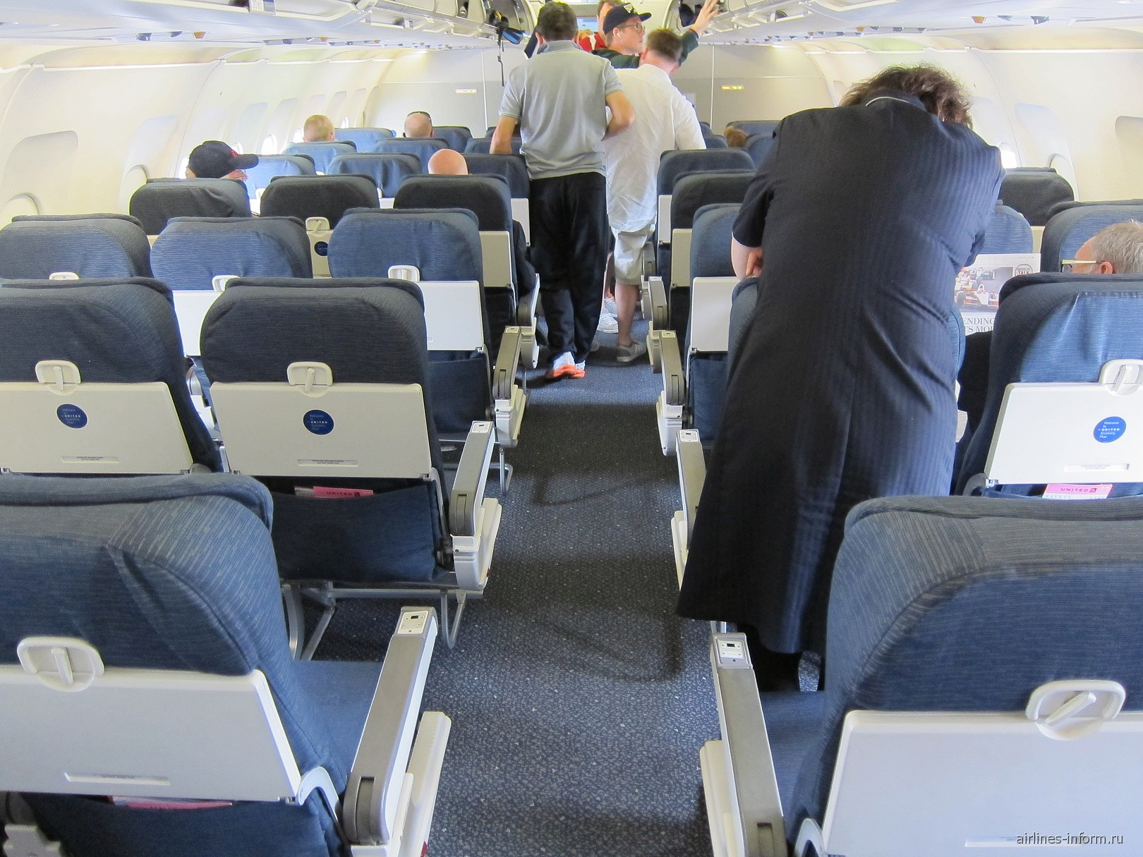 Салон самолета Эрбас А-319 авиакомпании Юнайтед