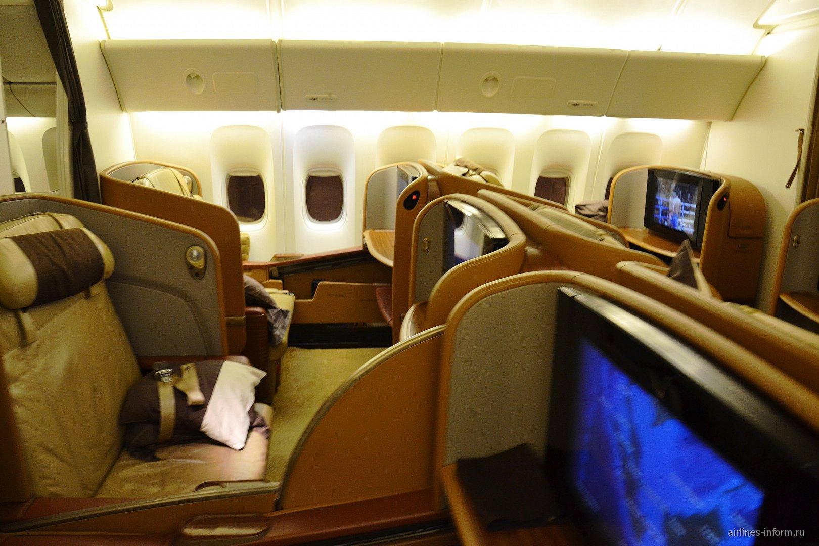 Первый класс в самолете Боинг-777-300 Сингапурских авиалиний