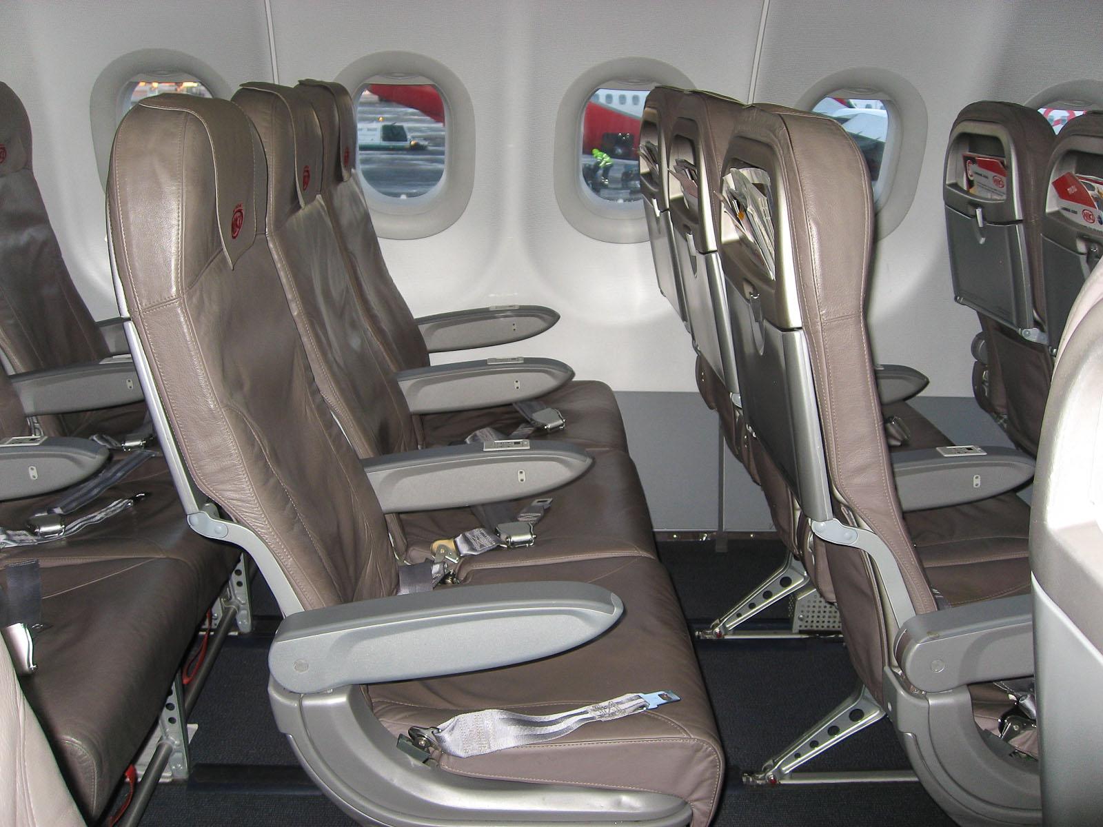 Пассажирские кресла в самолете Airbus A320 авиакомпании Niki