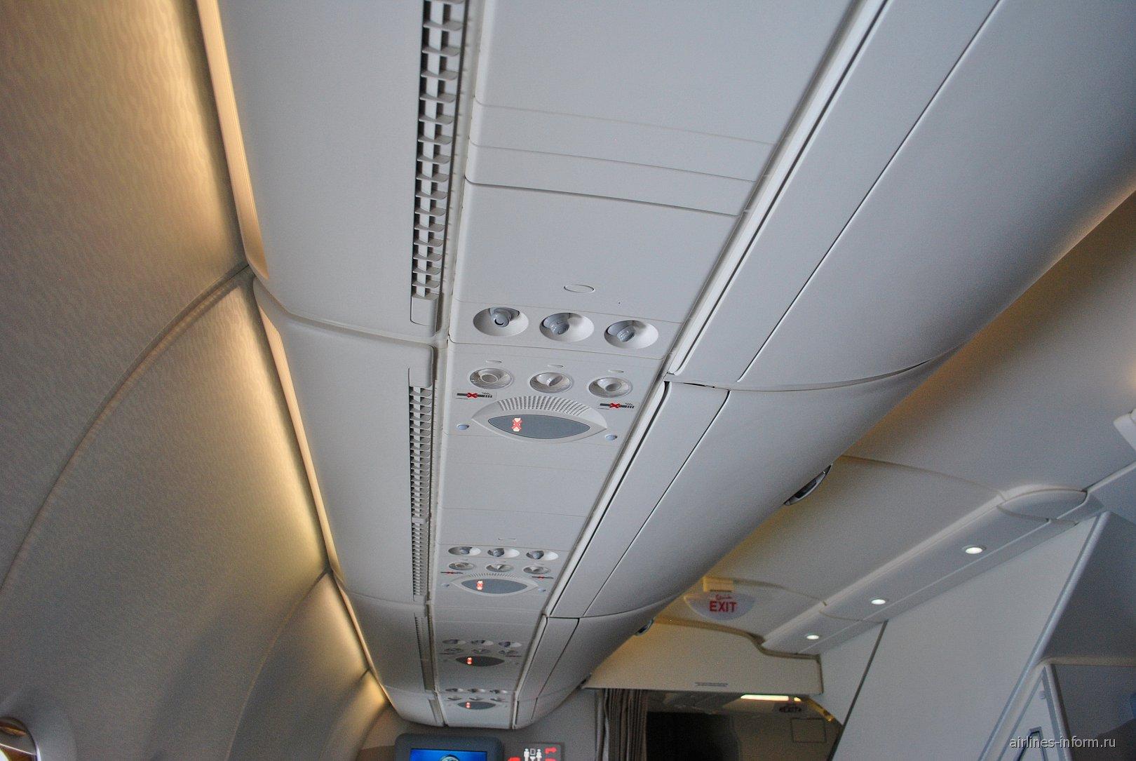 Верхняя панель в салоне самолета Airbus A380