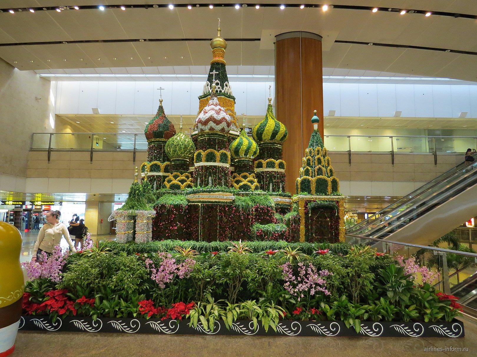 Цветочная композиция в аэропорту Сингапур Чанги