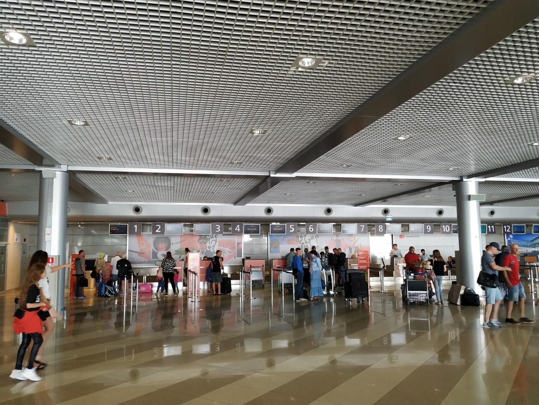 Зал регистрации в терминале F аэропорта Киев Борисполь