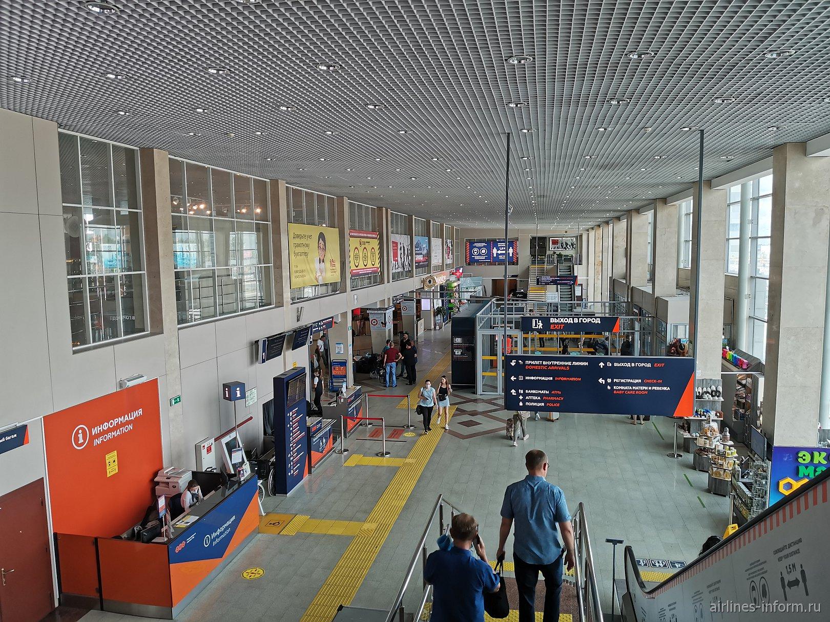 Внутри пассажирского терминала аэропорта Уфа