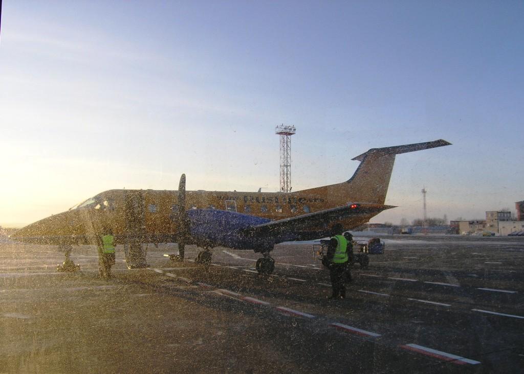 Самолет Embraer 120 авиакомпании РусЛайн в аэропорту Перми