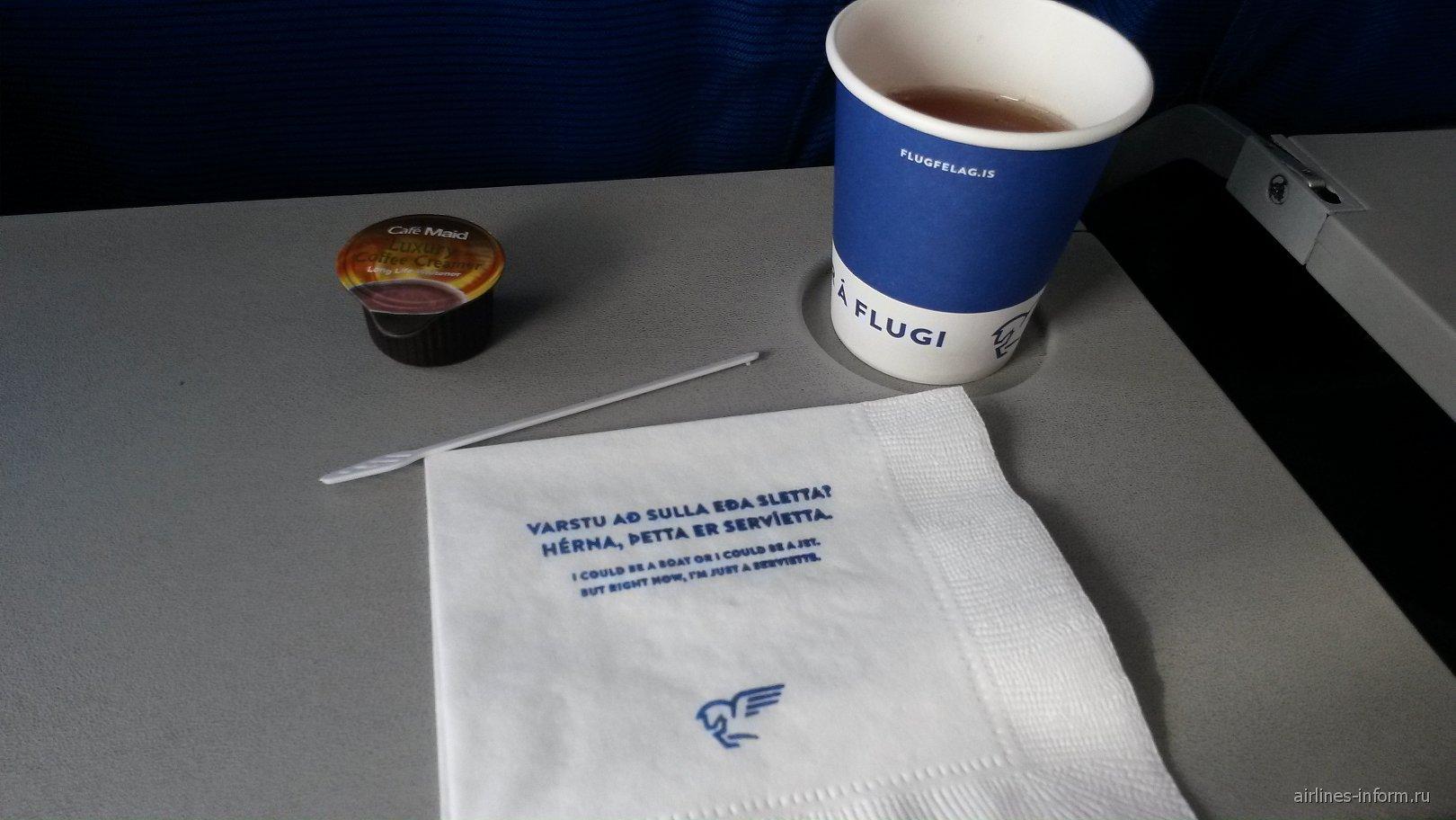 Напитки на рейсе Рейкьявик-Акюрейри авиакомпании Air Iceland