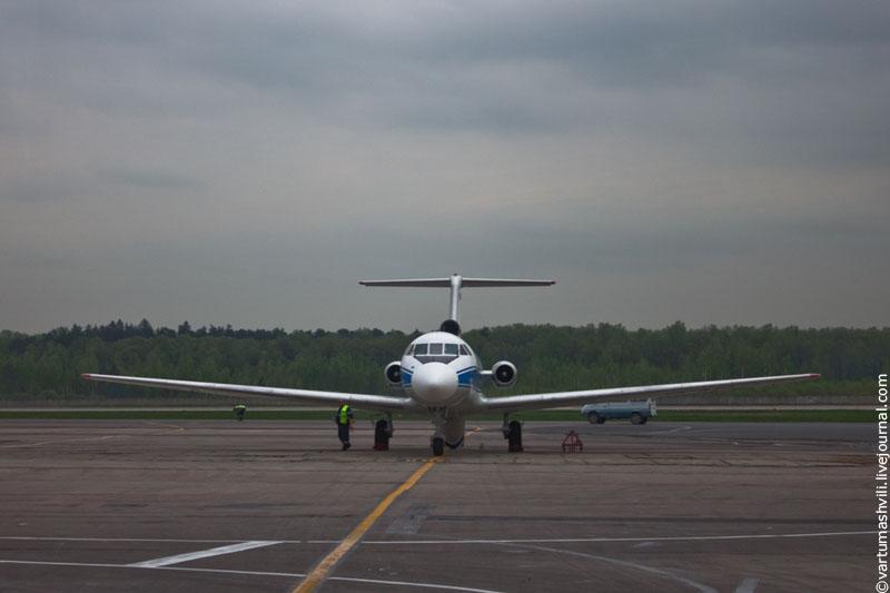 Як-40 в аэропорту Вологда