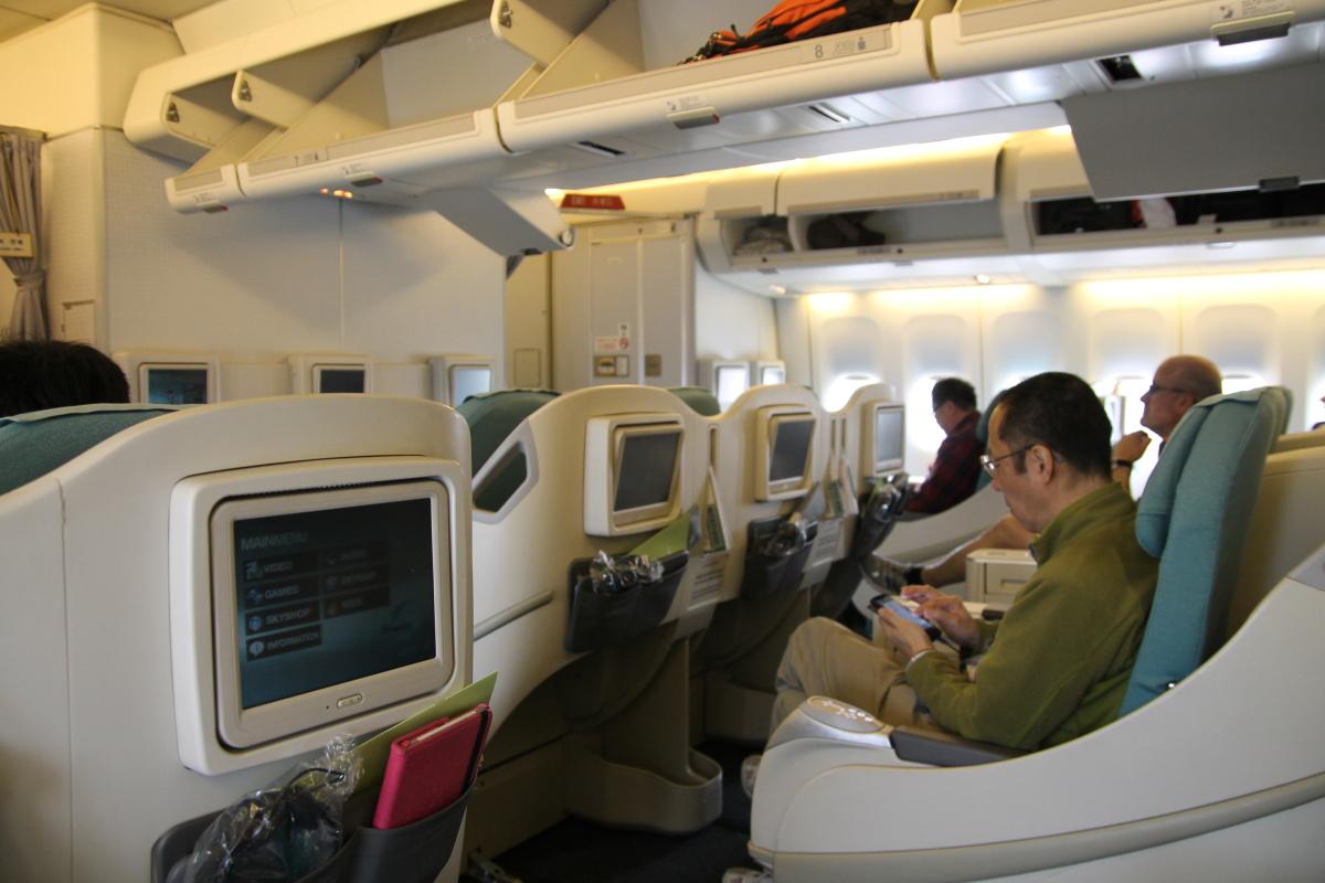 Салон бизнес-класса самолета Боинг-747-400 Korean Air