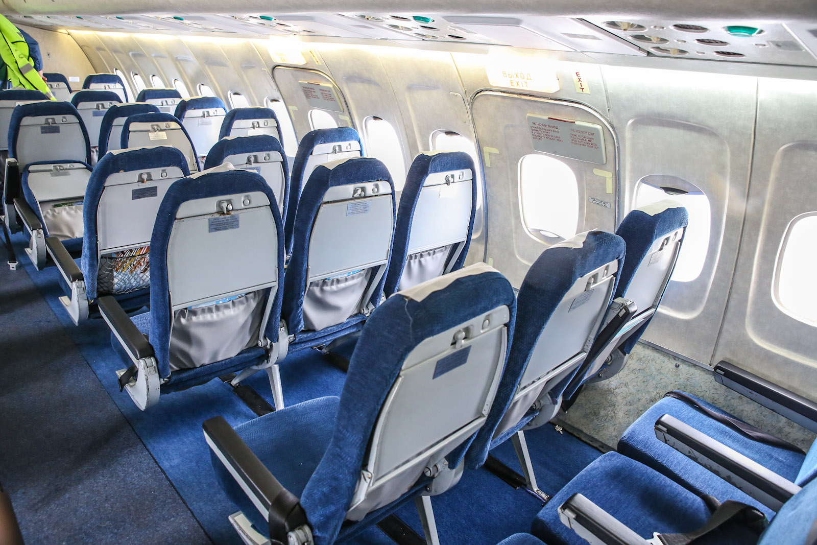 Пассажирский салон самолета Ту-154М авиакомпании