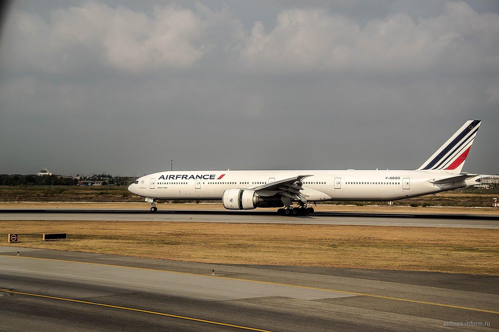 Боинг-777-300 авиакомпании Air France в аэропорту Бангкока