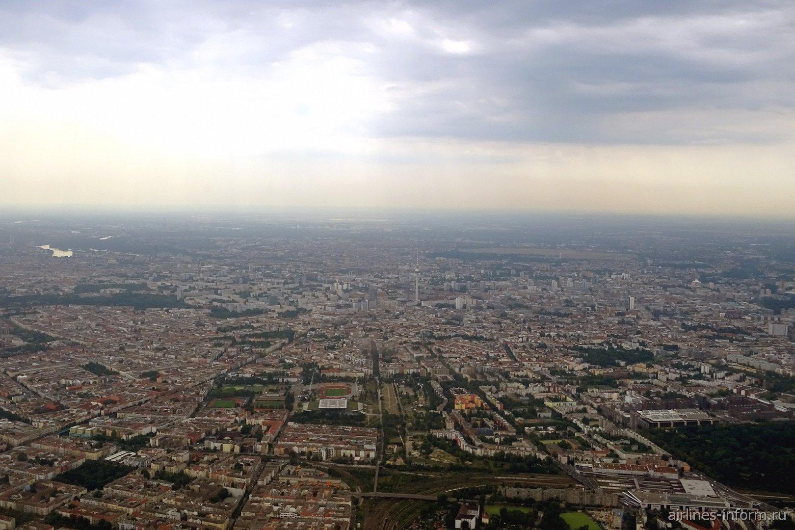 Вид на центр Берлина при взлете из аэропорта Тегель