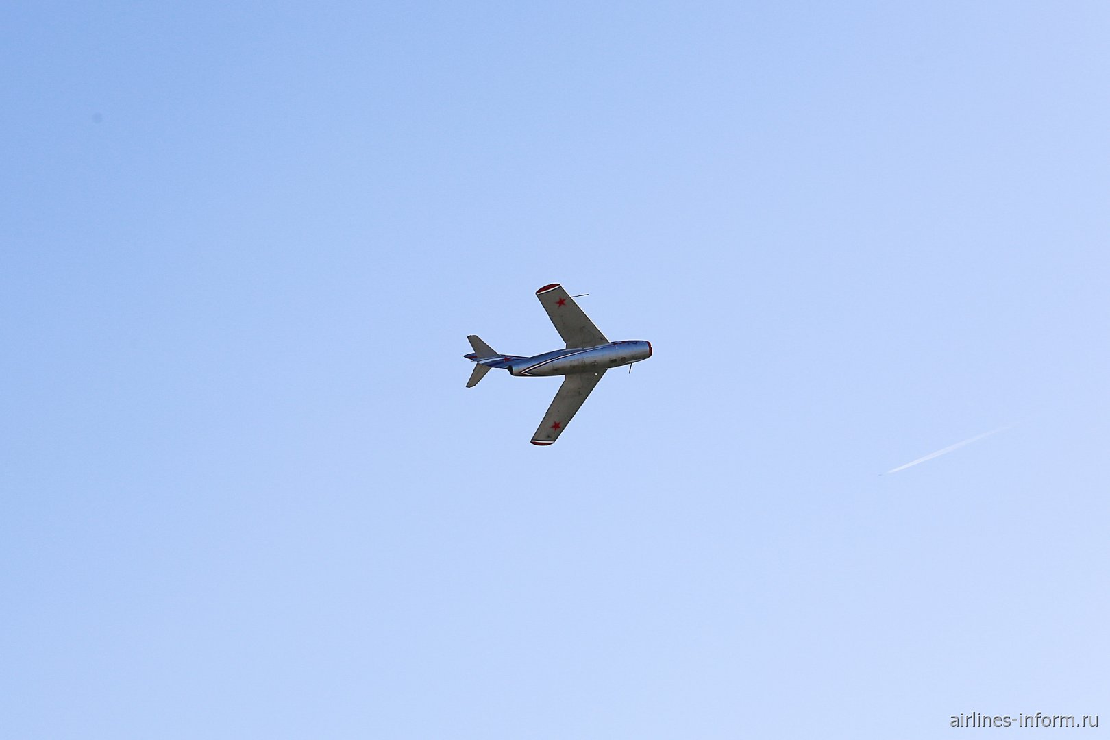 Истребитель МиГ-15 в небе на авиасалоне МАКС-2019