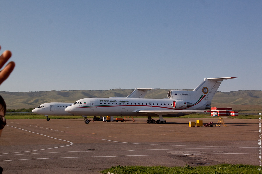 Самолеты Як-42 Грозный-авиа в аэропорту Грозный