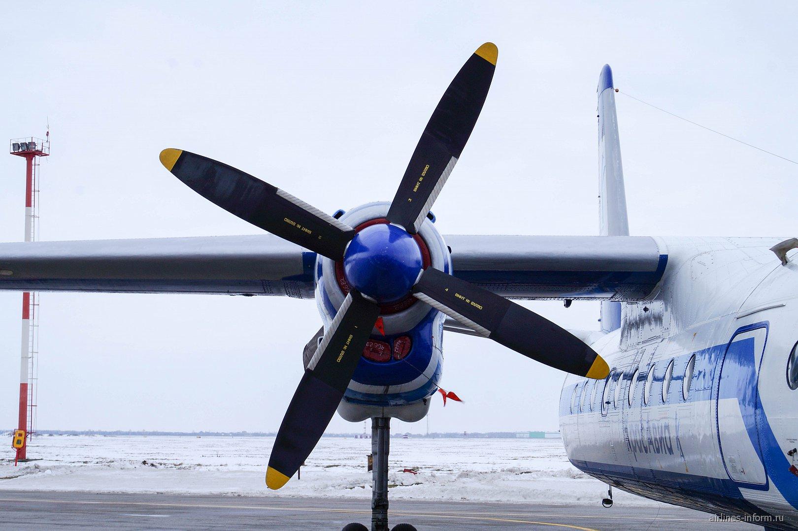 Двигатель АИ-24 на самолете Ан-24 RA-46682