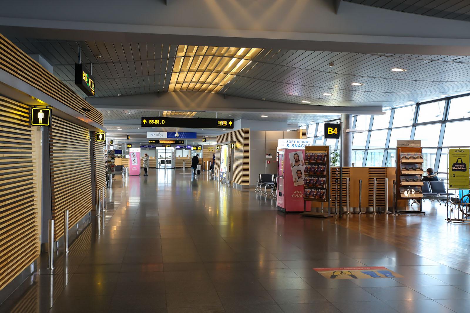 Зона выходов на посадку в аэропорту Рига