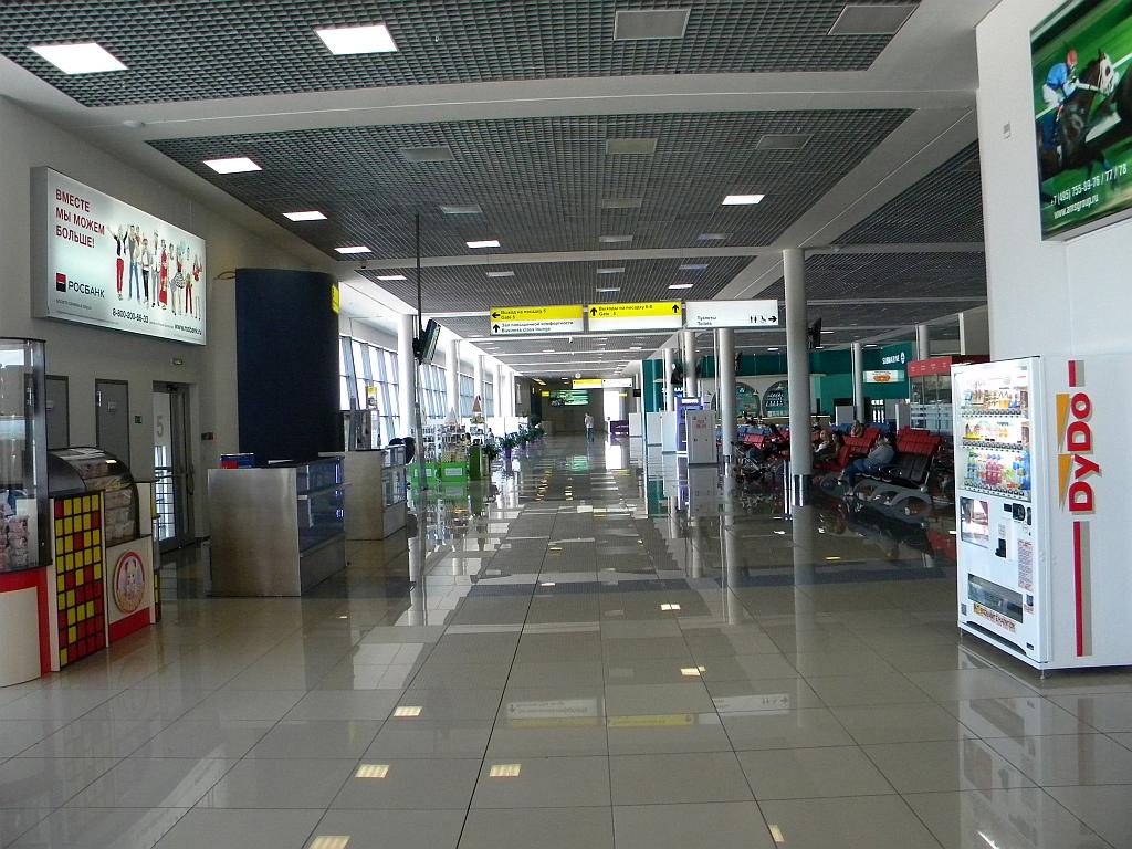 В чистой зоне внутренних вылетов в аэропорту Владивостока
