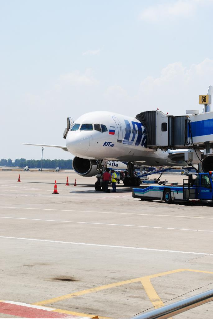 Боинг-757 авиакомпании ЮТэйр в аэропорту Анталья