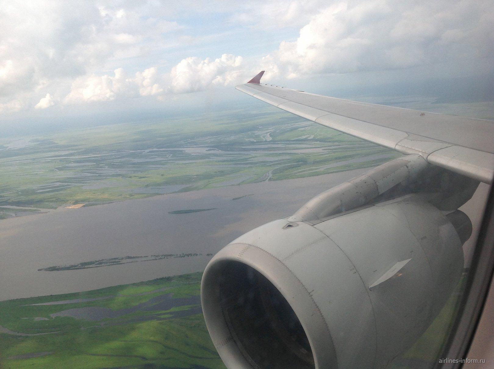 Вид на реку Амур из иллюминатора