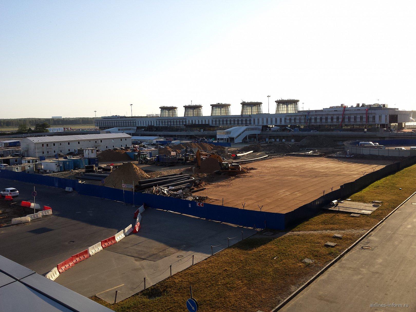 Реконструкция привокзальной площади в аэропорту Санкт-Петербург Пулково