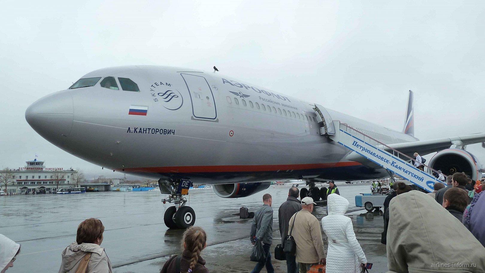 Airbus A330-300 Аэрофлота в аэропорту Елизово Петропавловска-Камчатского