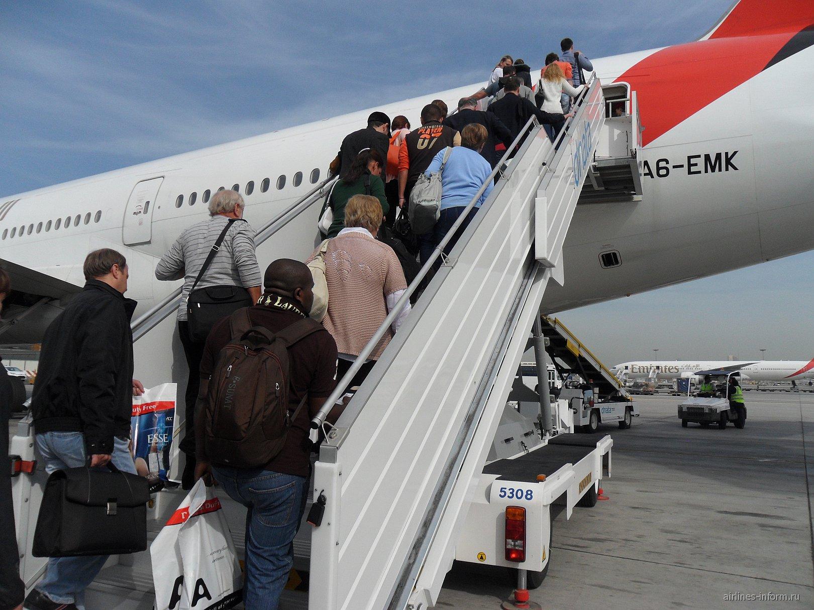 Посадка на рейс Дубай-Дели авиакомпании Эмирейтс