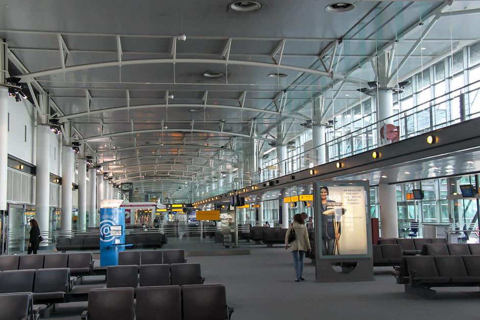 Зал ожидания в чистой зоне аэропорта Марсель