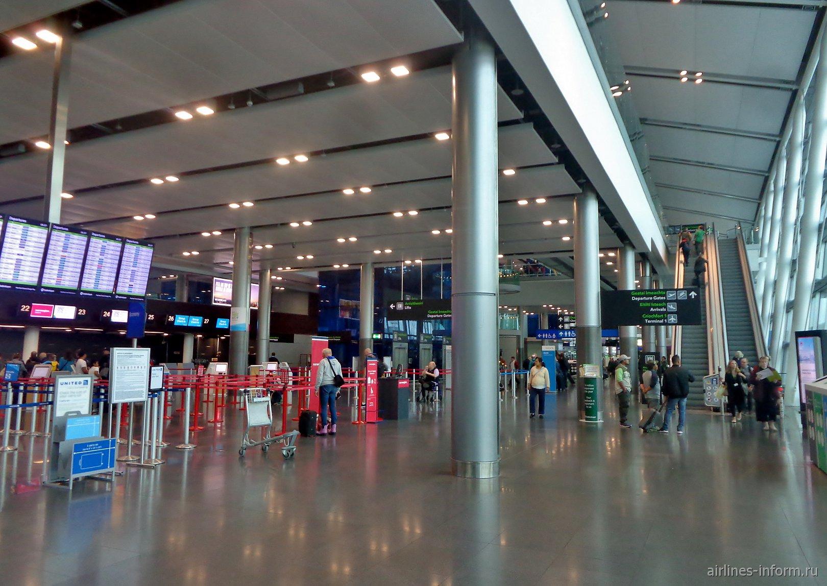 Зона регистрации на первом этаже терминала 2 аэропорта Дублин