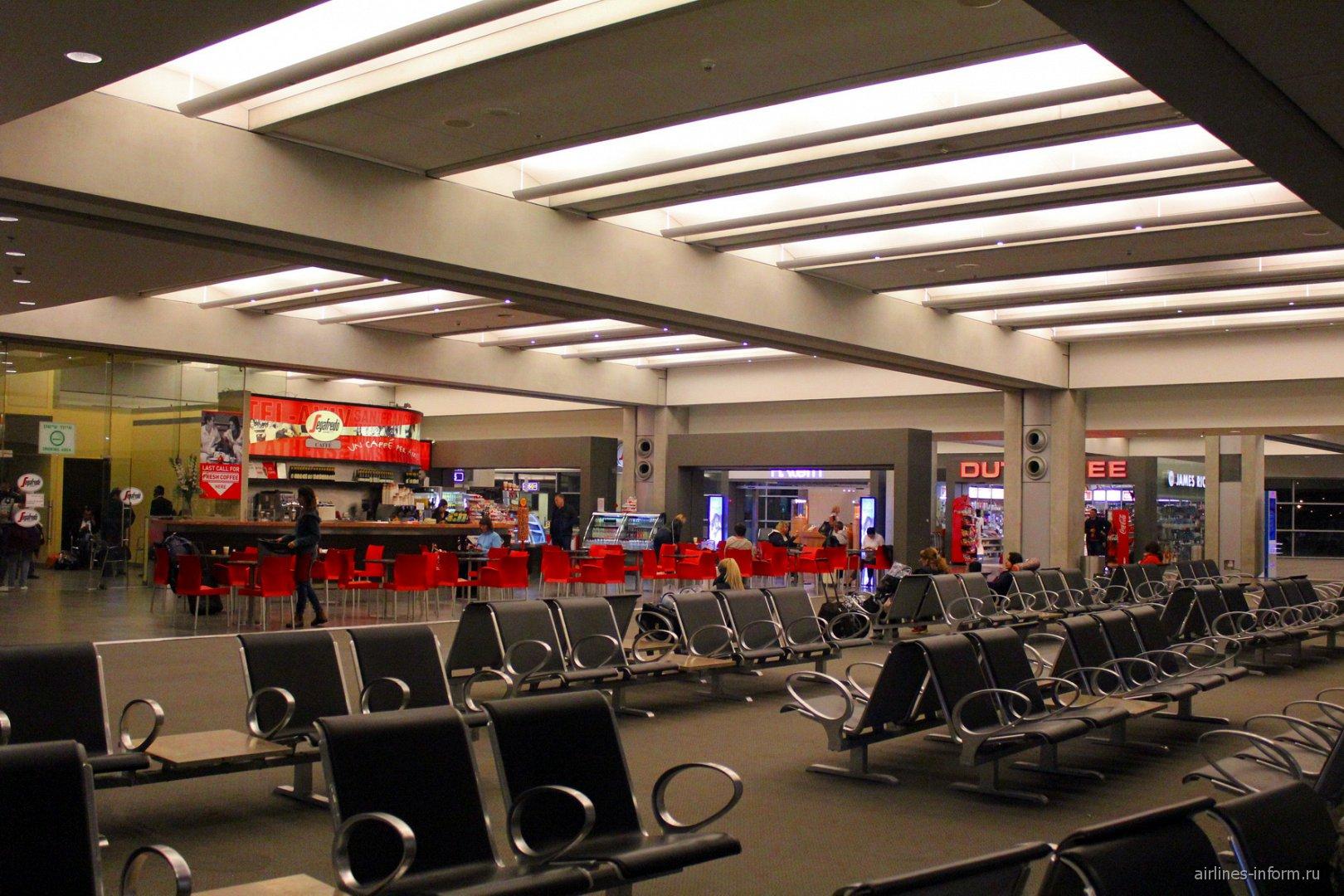 Зал ожидания у выхода на посадку в аэропорту Тель-Авив Бен Гурион