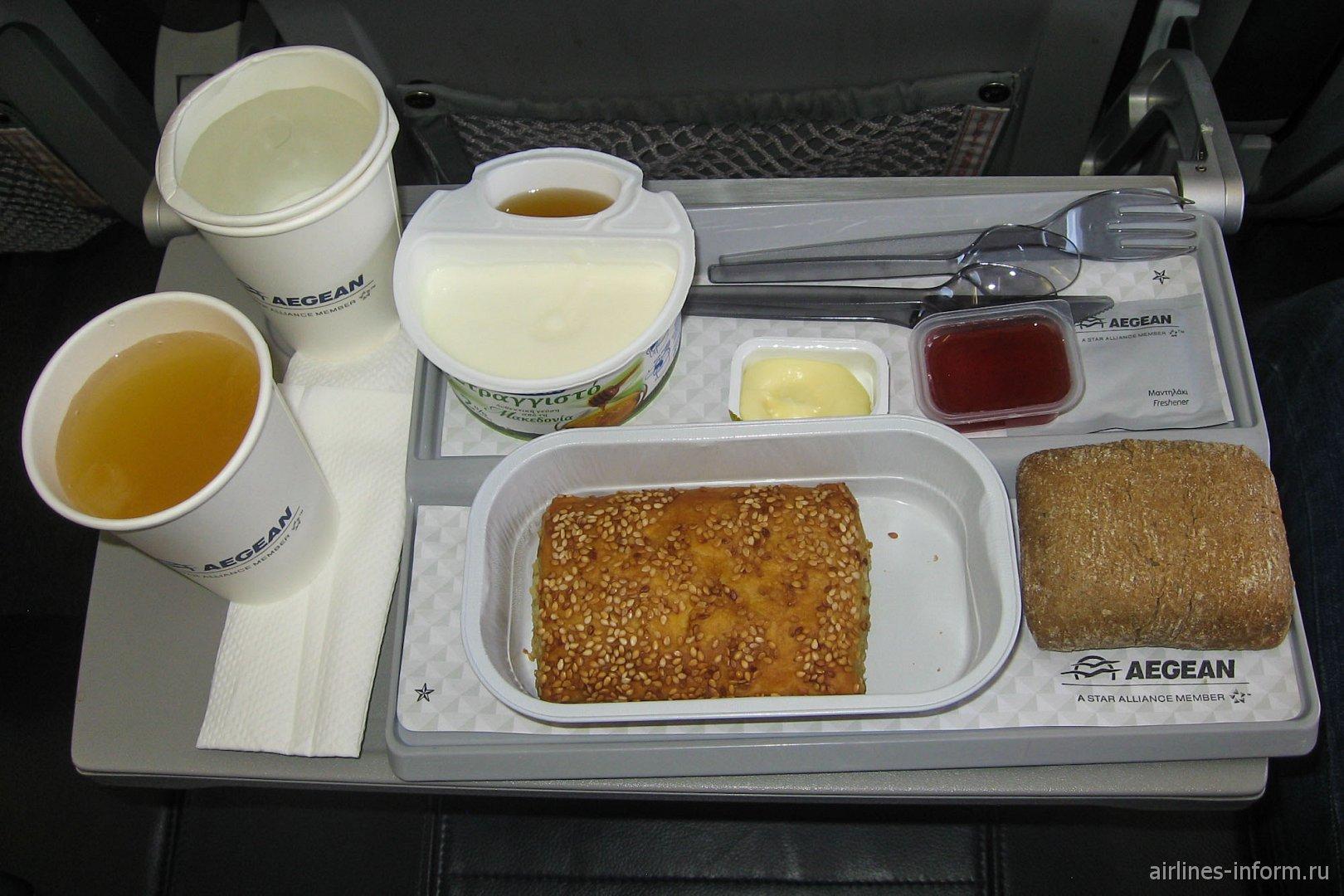 Бортовое питание на рейсе Салоники-Париж Эгейских авиалиний