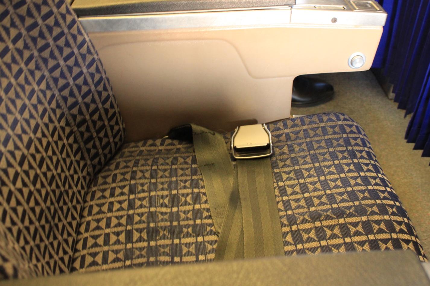 Кресло самолета Боинг-737-200 Сахалинских авиатрасс