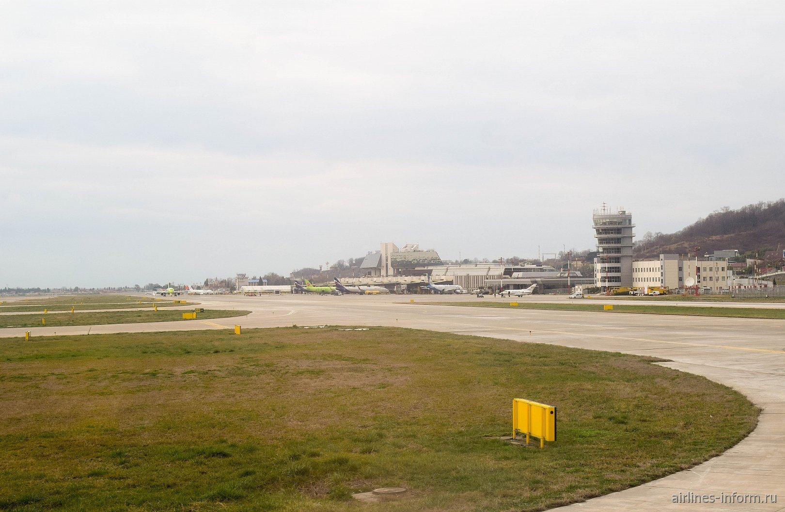 Летное поле аэропорта Сочи