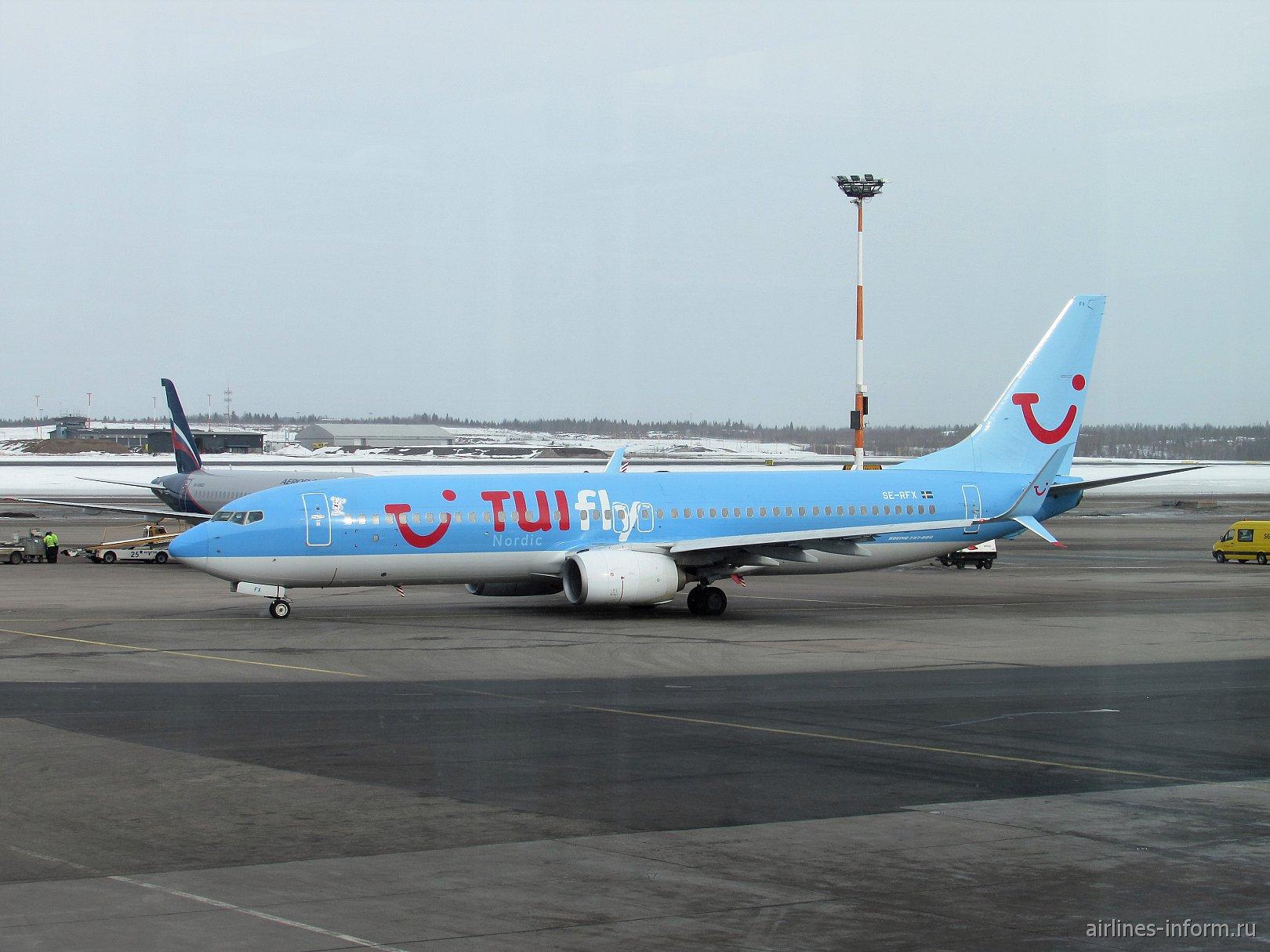 Боинг-737-800 SE-RFX авиакомпании TUIfly Nordic в аэропорту Хельсинки Вантаа