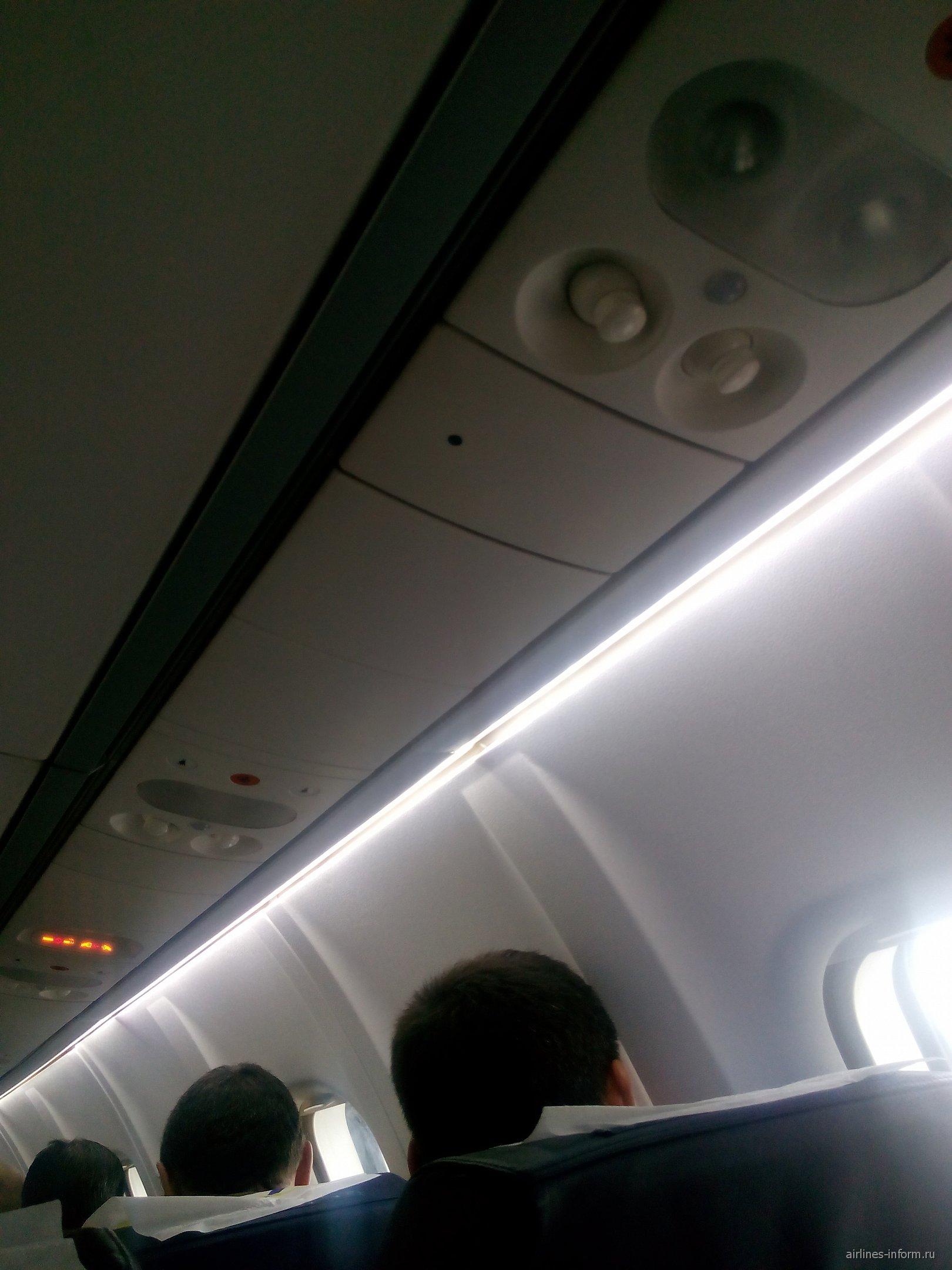 Салон самолета ATR 42 авиакомпании Нордстар