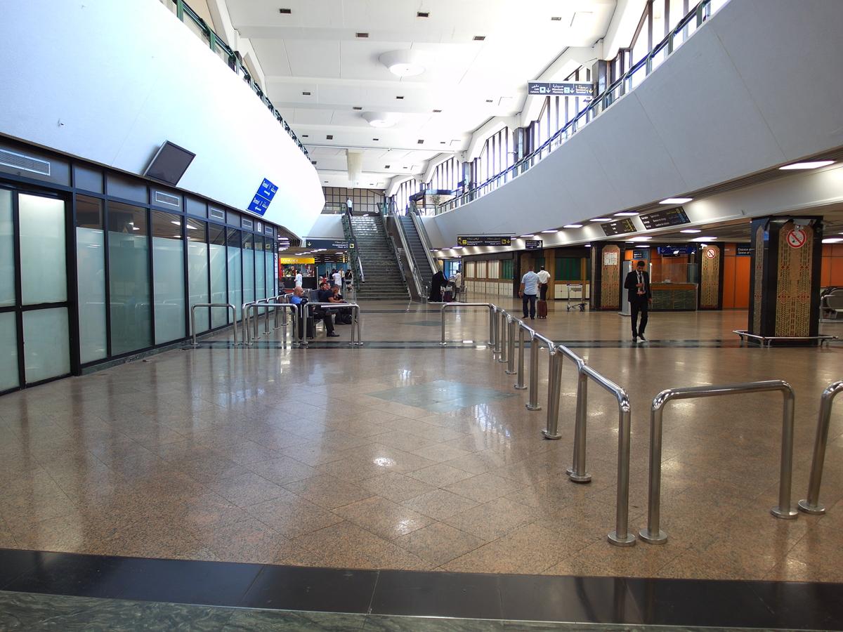 В старом терминале аэропорта Касабланка Мухаммед Пятый