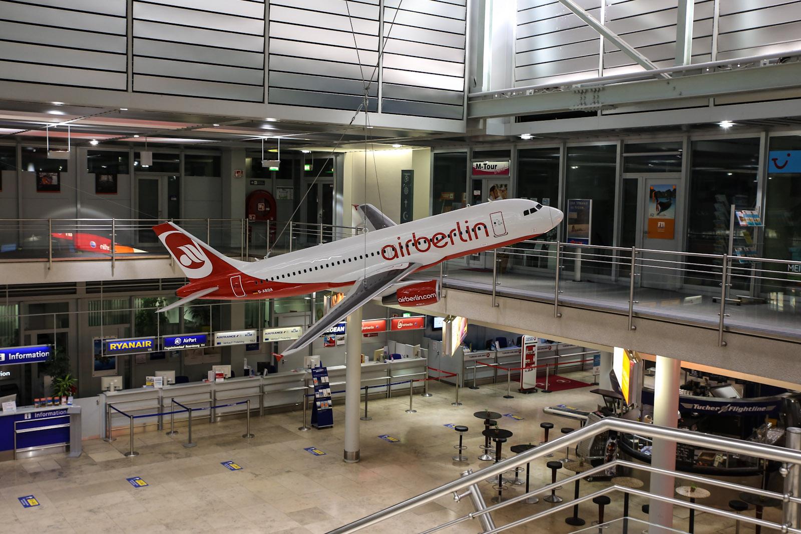 Макет самолета авиакомпании airberlin в аэропорту Нюрнберг