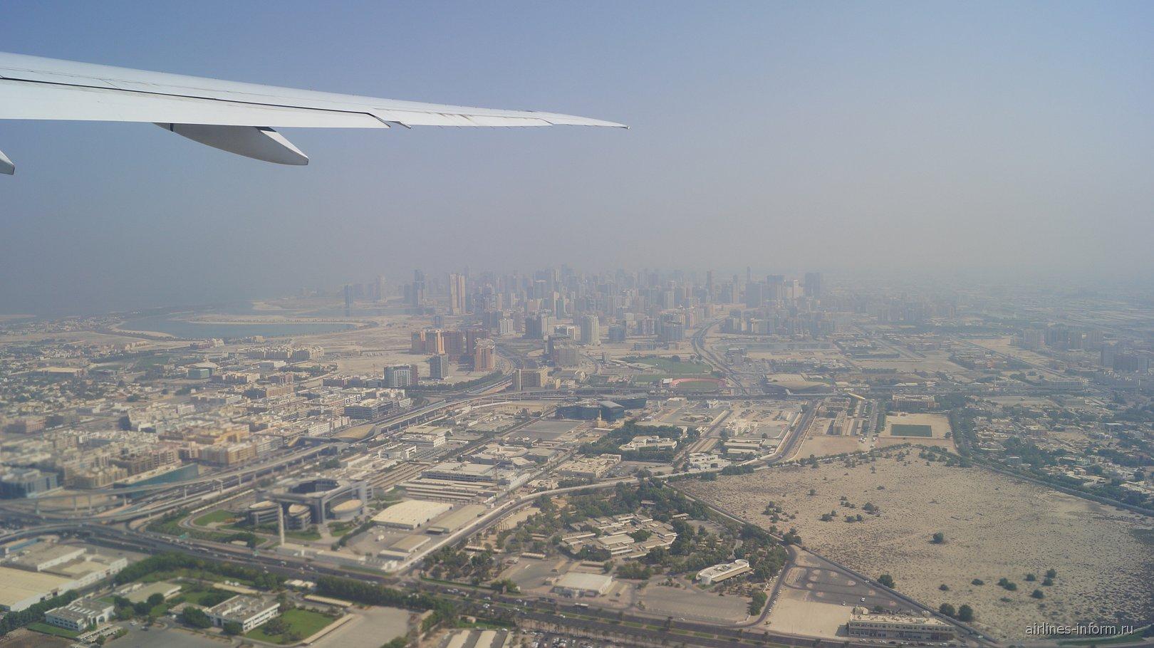 Вид на Дубай при взлете из аэропорта